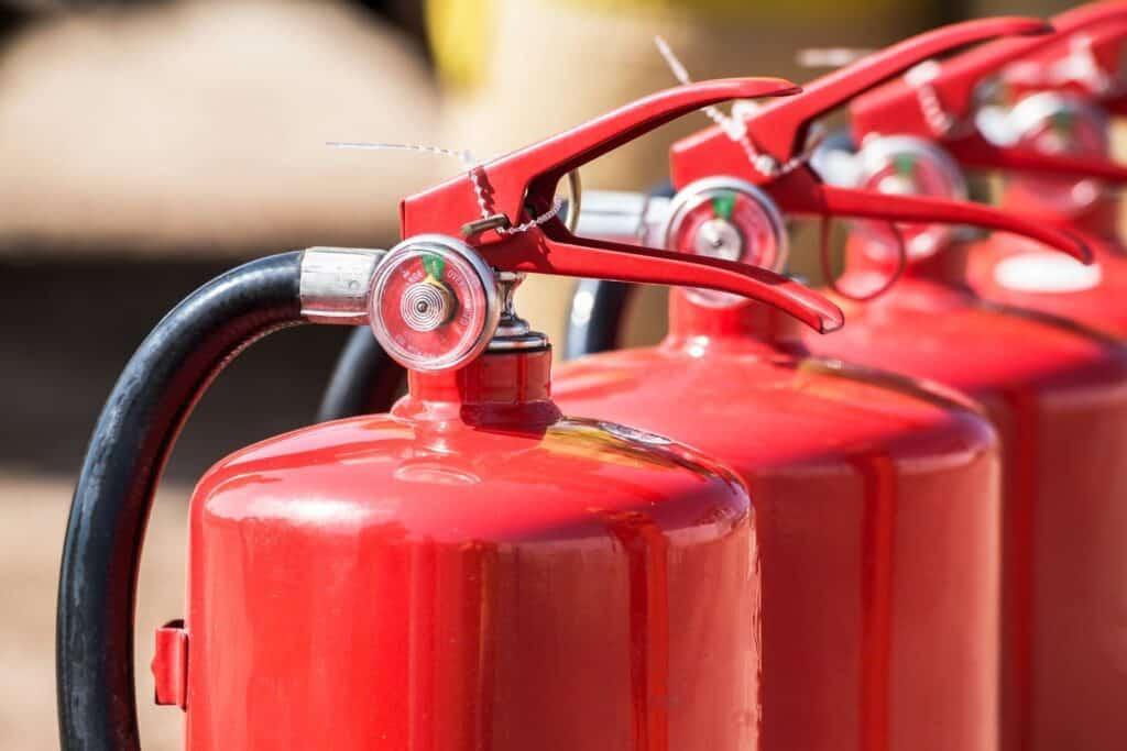 Corso-antincendio-estintori-rossi